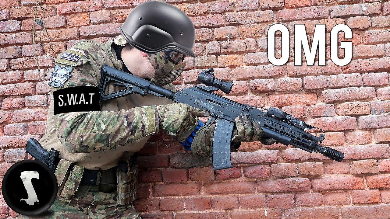 SWAT Officer essaye Airsoft et détruit tout le monde.