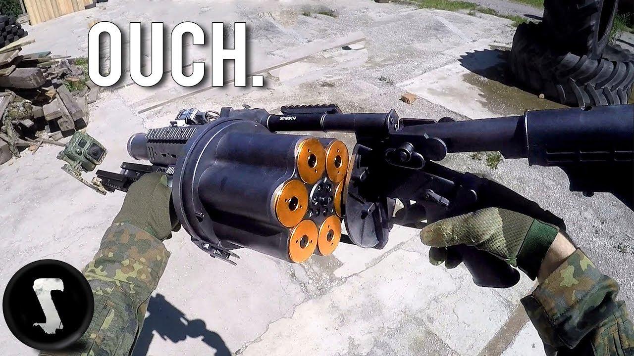 Peut-être le pistolet airsoft le plus douloureux de son existence (lanceur de grenades de 40 mm)