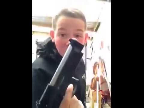 CRINGE: Spastic Kid montre son Airsoft M9