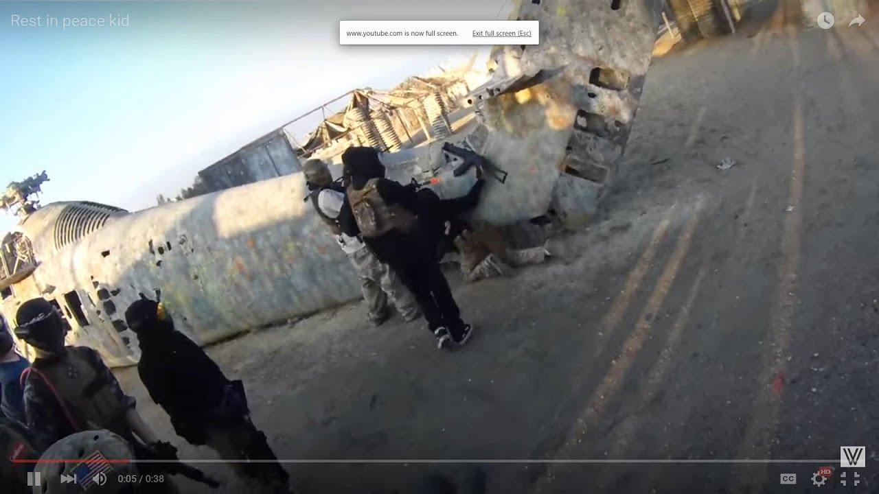 Un enfant brûle un patch d'airsoft et se fait tirer dessus avec un pistolet d'airsoft