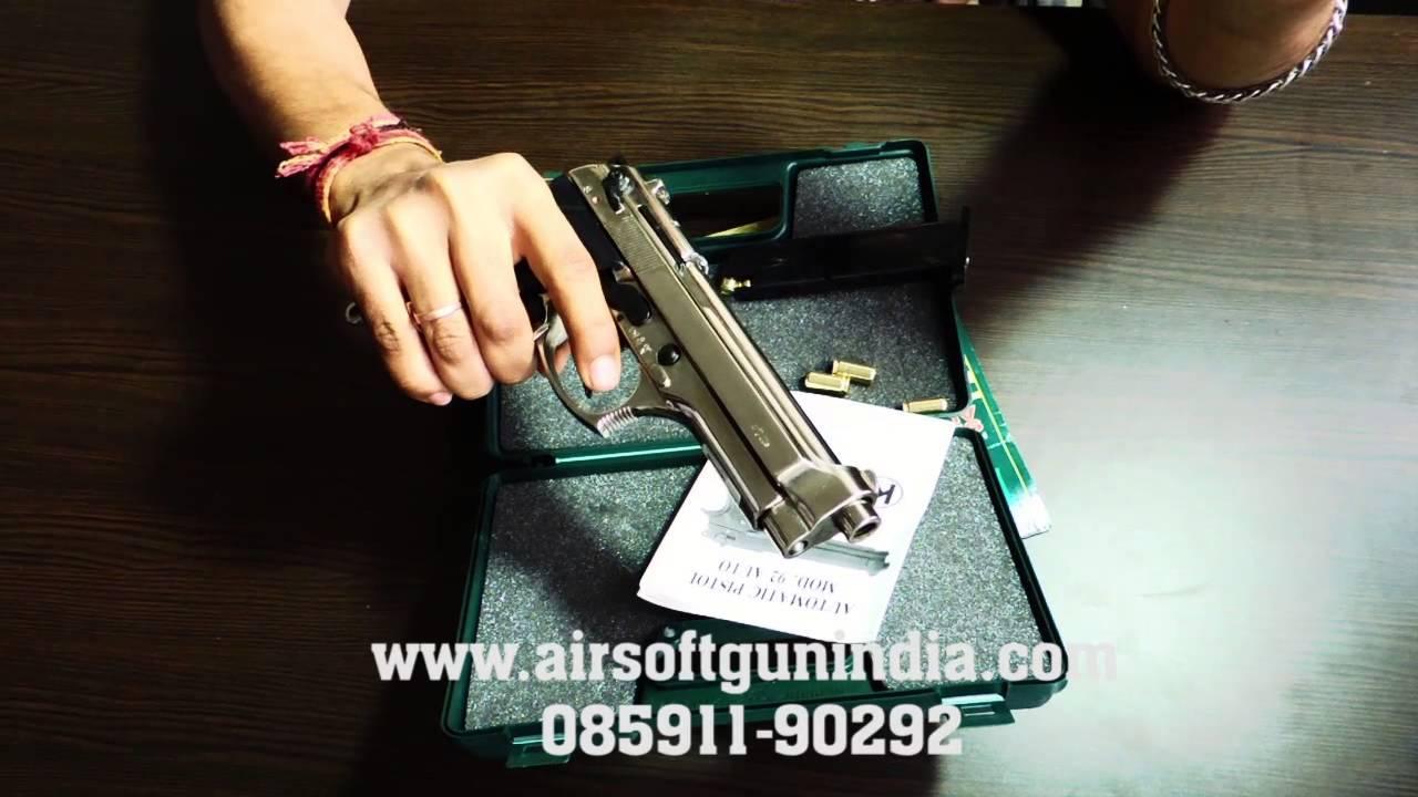 Beretta M92fs basé kimar m92fs avant tirant le fusil à blanc en Inde (chrome)