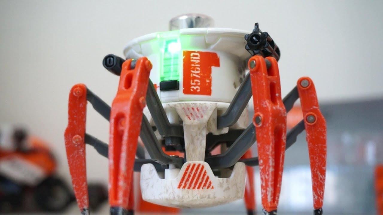 Battle Spider hexbug Battle Spiders in Indoor Death Match Arena