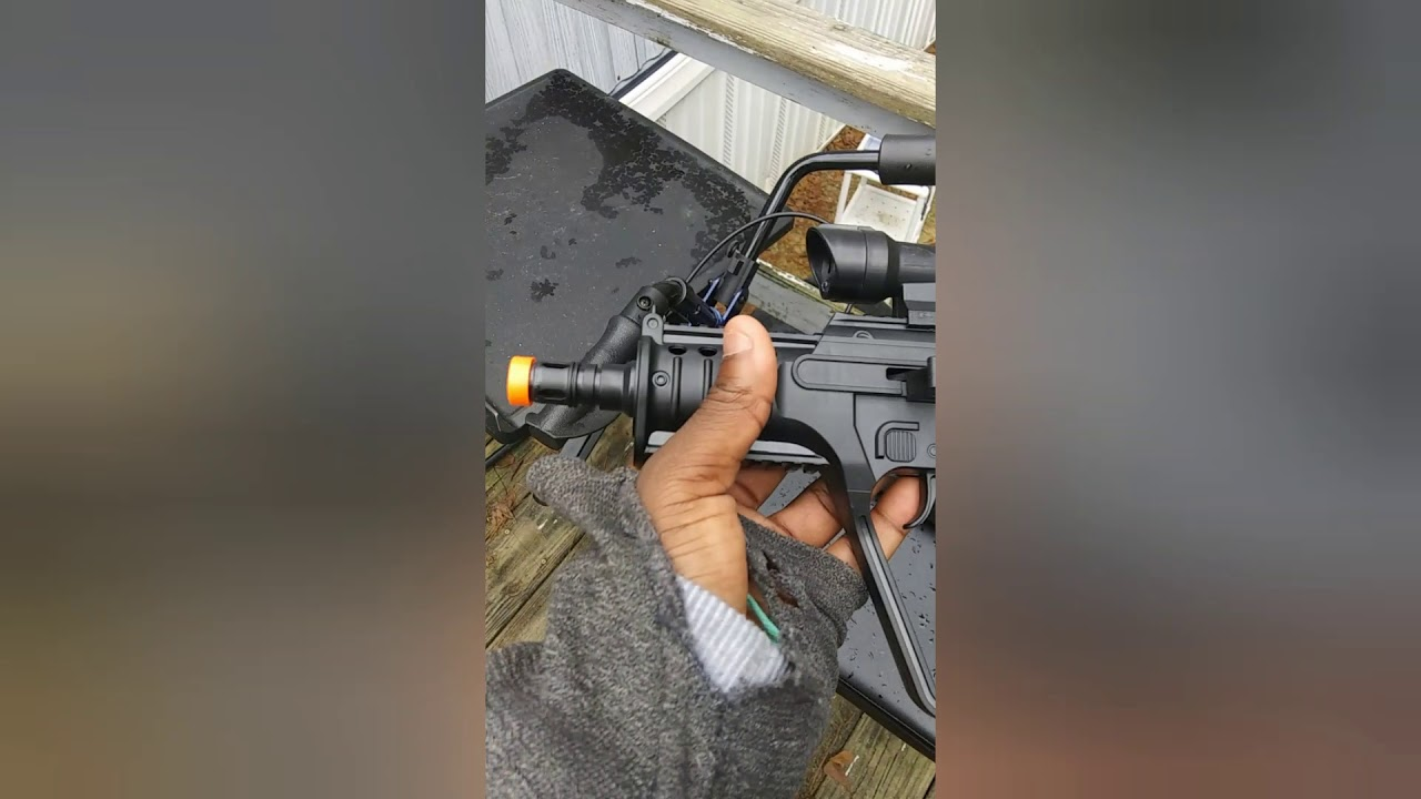Examen d'un pistolet à ressort airsoft de 15,78 $