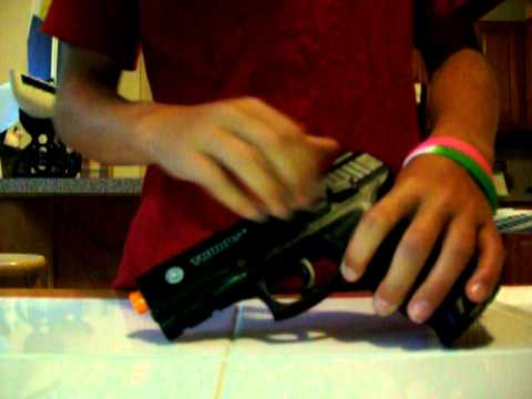 Revue du pistolet à ressort Airsoft Taurus PT 24/7 (airsoftmegastore)