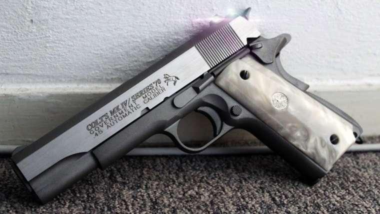 Poignées Colt M1911 MK-IV Series 70 CO2 Blowback Pearl Unboxing / Tir