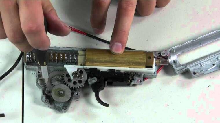 HitGuns.com – Guide des armes à feu Airsoft – Tutoriel de démontage complet AK47 CM-028