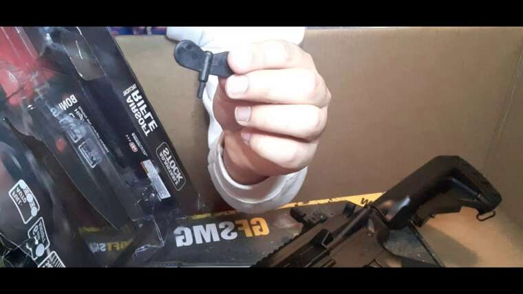 déballage d'un pistolet airsoft et examen