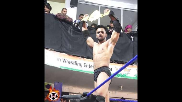 Nouveau champion du monde poids lourd HWE Mass