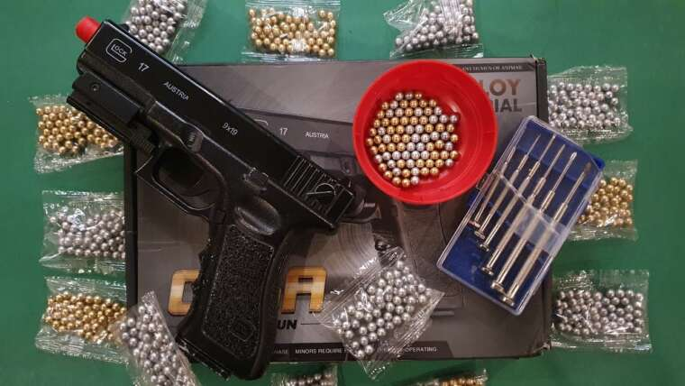 Pistolet Airsoft C.15a au Pakistan (réparation)    Glock 17    Déballage et examen en ourdou