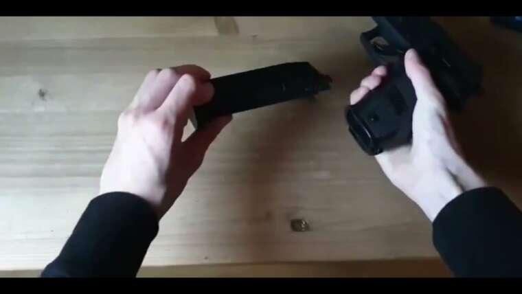 Revue Airsoft Gun / Vitrine pistolet KP 01